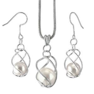 Wired Pearl Drop Earrings & Necklace Set